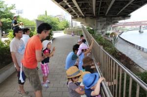 子ども達と隅田川沿い