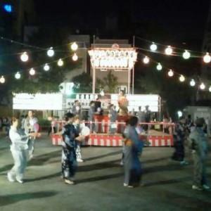 夜の盆踊り風景