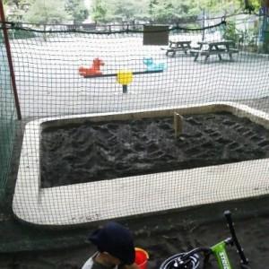 消毒中の砂場