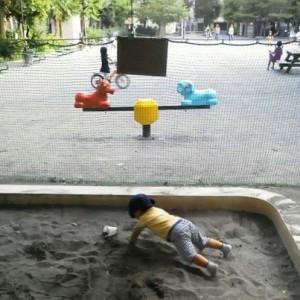 砂場で筋トレ