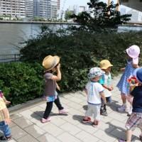 河川敷と子供達